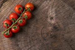 Vista superior do tomates vermelhos saborosos maduros Imagem de Stock
