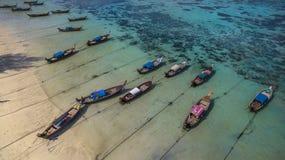 Vista superior do zangão na ilha do paraíso Imagens de Stock Royalty Free