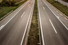 Vista superior dois em uma linha estrada larga foto de stock