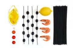 Vista superior dos ingredientes para a pasta imagens de stock