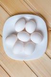 Vista superior dos ovos na bacia Fotografia de Stock