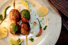 Vista superior em salsichas grelhadas tailandesas quentes e picantes Imagens de Stock Royalty Free