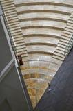 A vista superior em uma escada de mármore bonita Imagem de Stock