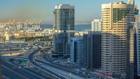 Vista superiore aerea dei grattacieli del porticciolo del Dubai ad alba da JLT nel timelapse del Dubai, UAE video d archivio