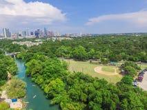 Vista superiore Austin del centro da Barton Creek Greenbelt immagine stock libera da diritti