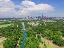 Vista superiore Austin del centro da Barton Creek Greenbelt fotografia stock libera da diritti