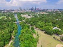 Vista superiore Austin del centro da Barton Creek Greenbelt fotografie stock libere da diritti