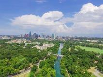 Vista superiore Austin del centro da Barton Creek Greenbelt immagine stock