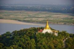 Vista superiore in bella campagna di mattina alla collina di Mandalay nel Myanmar Fotografie Stock Libere da Diritti