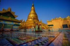 Vista superiore in bello tempio di mattina alla collina di Mandalay nel Myanmar Immagine Stock