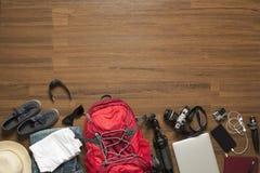 Vista superiore degli accessori del viaggiatore Fotografie Stock