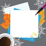 Vista superiore degli elementi del posto di lavoro dietro lo scrittorio grigio royalty illustrazione gratis
