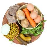 Vista superiore degli ingredienti per la cottura russa dell'insalata Fotografia Stock Libera da Diritti
