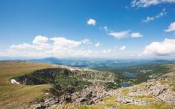 Vista superiore dei laghi Karakol in montagne di Altai Fotografie Stock