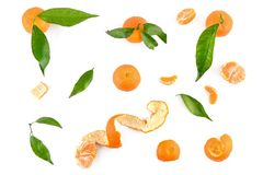 Vista superiore dei mandarini con le foglie isolate su bianco Immagini Stock Libere da Diritti