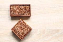 Vista superiore dei semi di Chia in una ciotola con lo spazio della copia, concetto sano di cibo immagine stock
