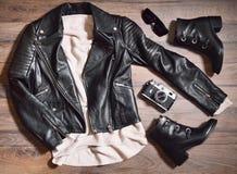 Vista superiore dei vestiti alla moda messi Fotografie Stock Libere da Diritti