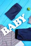 Vista superiore dei vestiti di modo del neonato Fotografie Stock Libere da Diritti