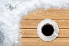 Vista superiore del caffè della tazza con neve Fotografie Stock Libere da Diritti
