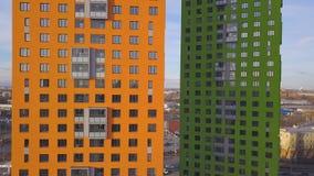 Vista superiore del complesso residenziale colorato clip Belle case alla moda dei colori differenti in un lusso residenziale Immagini Stock