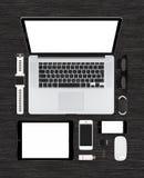Vista superiore del computer portatile su consistente di derisione di tecnologia, pc della compressa, smartphon Immagini Stock Libere da Diritti