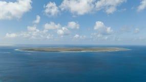 Vista superiore del fuco aereo di mar dei Caraibi dell'isola del Bonaire della costa della spiaggia della villa Immagini Stock Libere da Diritti