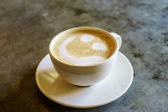 Vista superiore del latte e della schiuma del caffè immagini stock libere da diritti