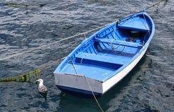 Vista superiore del peschereccio empy blu, arrugginito, tradizionale Immagini Stock Libere da Diritti
