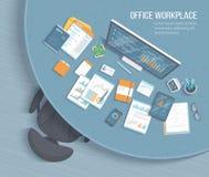 Vista superiore del posto di lavoro dell'ufficio con la tavola rotonda, poltrona, articoli per ufficio I grafici, grafici su una  illustrazione vettoriale
