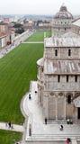 Vista superiore del quadrato e della cattedrale della cupola di Pisa Immagini Stock