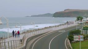 Vista superiore del rigonfiamento sulla costa del nord di Gran Canaria stock footage