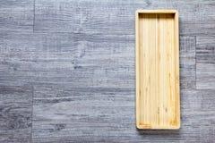 Vista superiore del vassoio quadrato di legno vuoto fotografia stock