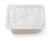 Vista superiore del vassoio rettangolare dell'alimento della copertura del di alluminio isolato su bianco Immagine Stock