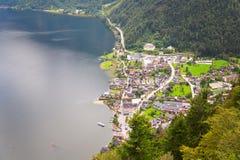 Vista superiore del villaggio di Hallstatt, dalla miniera di sale di Hallein, vicino Immagini Stock