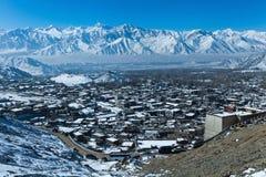 Vista superiore del villaggio di Leh nell'inverno Fotografia Stock Libera da Diritti