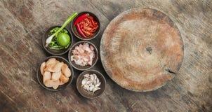 Vista superiore dell'alimento crudo dell'ingrediente sulla tavola di legno Immagini Stock Libere da Diritti