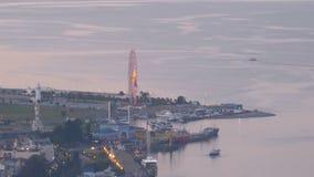 Vista superiore dell'argine uguagliante di Batumi, ruota di ferris archivi video