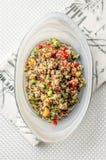 Vista superiore dell'insalata della quinoa fotografia stock libera da diritti