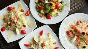 Vista superiore dell'insalata Piatti sulla tavola Concetto di fotografia dell'alimento Dieta sana Dimensione dell'insegna Immagini Stock Libere da Diritti