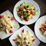 Vista superiore dell'insalata Piatti sulla tavola Concetto di fotografia dell'alimento Dieta sana Dimensione quadrata del raccolt Immagini Stock Libere da Diritti