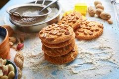Vista superiore dell'insieme di prodotto per la cottura dei biscotti Fotografie Stock Libere da Diritti
