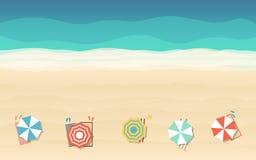 Vista superiore dell'ombrello di spiaggia nella progettazione piana dell'icona al fondo del mare Fotografie Stock Libere da Diritti