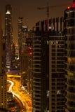Vista superiore dell'orizzonte della città alla notte Immagine Stock