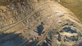 Vista superiore della cava fatta un passo colpo E r mining stock footage