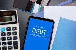 Vista superiore della chiamata in arrivo sullo schermo dello Smart Phone dal creditore C fotografia stock libera da diritti