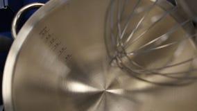Vista superiore della ciotola del dessert del metallo Cottura di alluminio, stoviglie per la cucina professionale Fotografia Stock