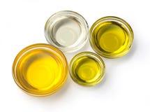 Vista superiore della ciotola i dell'olio d'oliva fotografia stock libera da diritti