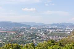 Vista superiore della città di Phuket dalla collina di Khao Kad fotografia stock