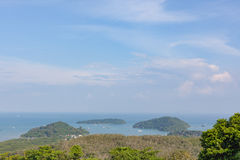 Vista superiore della città di Phuket dalla collina di Khao Kad immagine stock libera da diritti