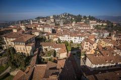 Vista superiore della città e dei tetti di Bergamo Immagini Stock